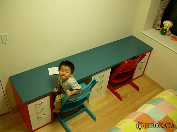 デスク天板の色柄はカラーボックスやキャビネットに合わせた色柄を選択することができます。