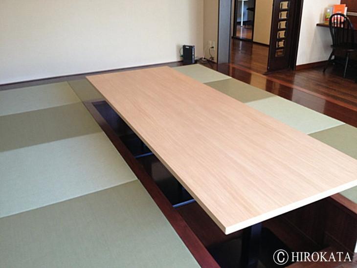 テーブル天板には木材の質感や色柄を最新の技術で表現した丈夫なメラミン化粧板がおすすめです。