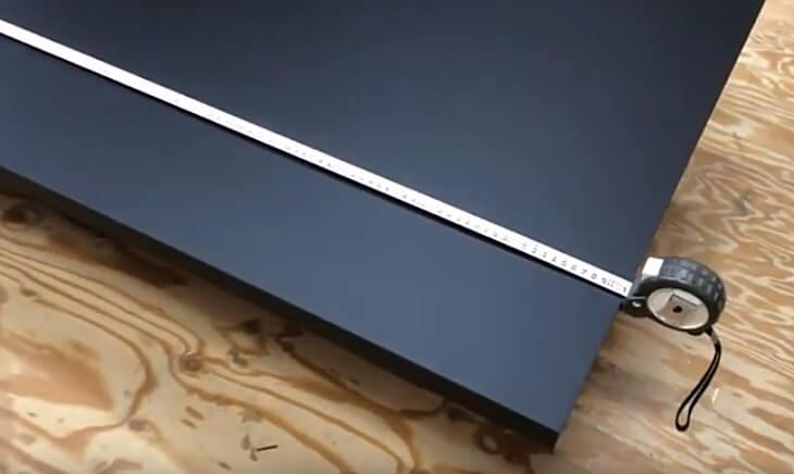 オーダーメイドだから、パソコンデスクを取り付ける壁面スペースに1mm単位で指定できます。