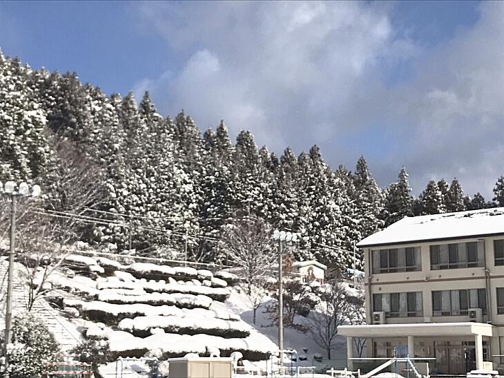 柳谷小学校校舎(雪景色)