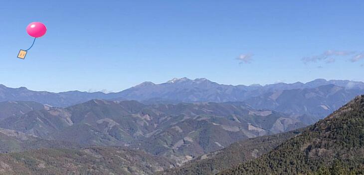 小野小学校から飛ばした風船は四国の山並みをこえて久万高原町に飛んできました。