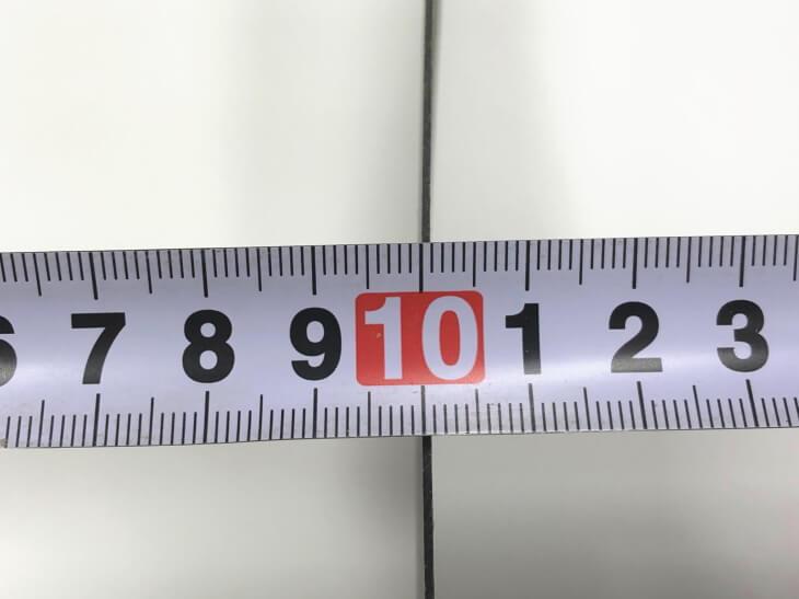 メラミン化粧板の厚みは0.95mm、とっても薄いです。