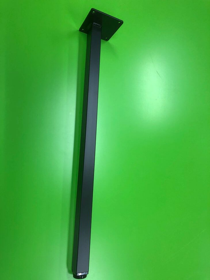 デスクの天板のたわみが気になる時には補強脚を付けて解決できます。