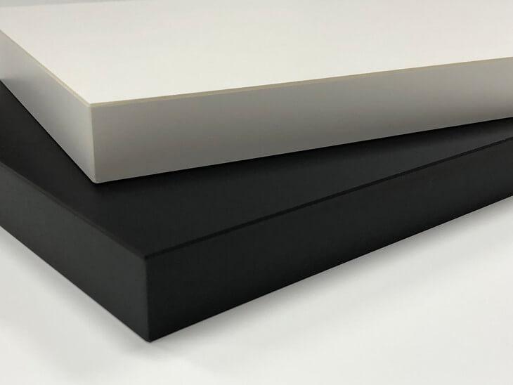 耐荷重が必要なデスク天板は厚さで決まる。