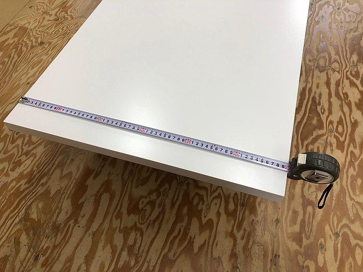カウンターテーブルは取り付けスペースに合わせて1mm単位で指定できます。