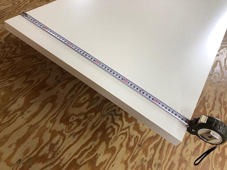新築カウンターテーブルは取り付けスペースに合わせて1mm単位で指定できます。