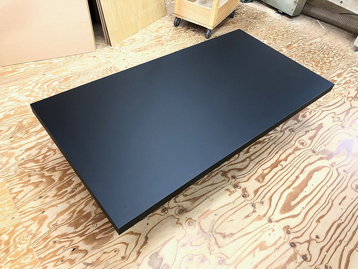 メラミン化粧板フラッシュ構造の黒天板