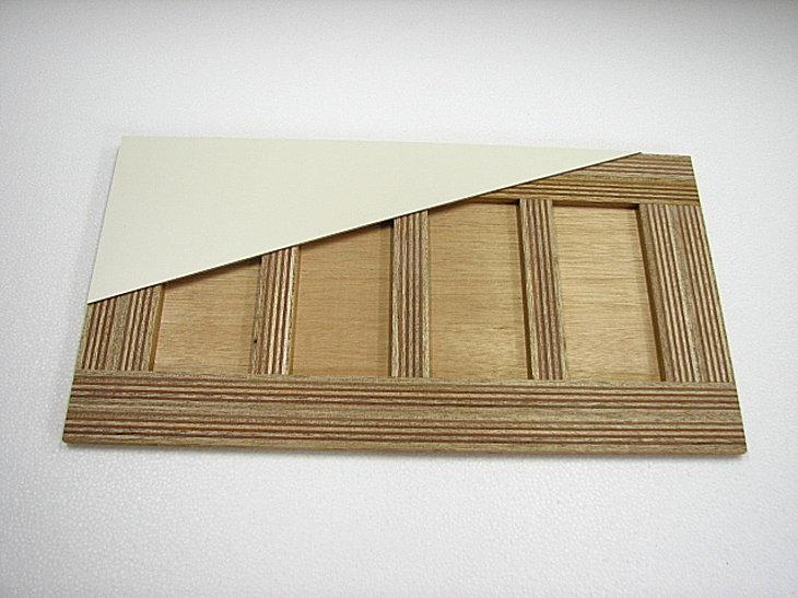 メラミン化粧板やその他の化粧合板でも採用しているフラッシュ内部構造(木芯素材ハシゴ状の芯材)