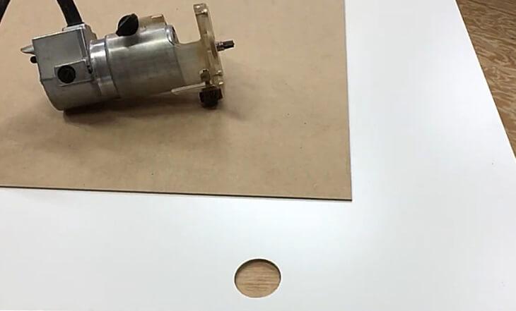 DIY トリマーで穴加工