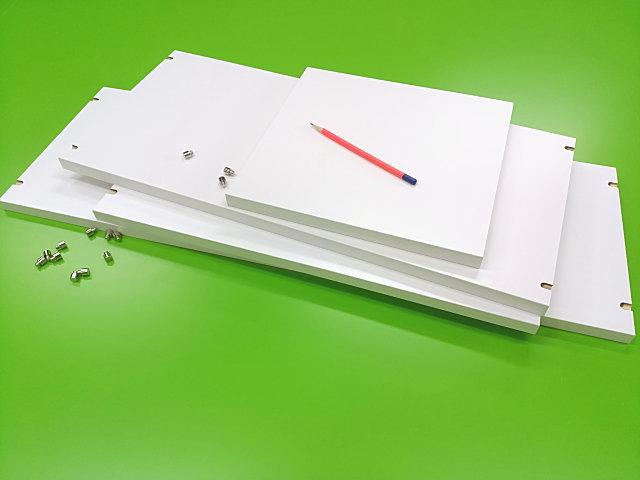 白い木口テープを貼った収納の棚板