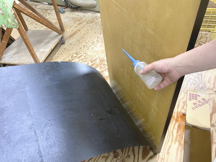 メラミン化粧板の剥がし方