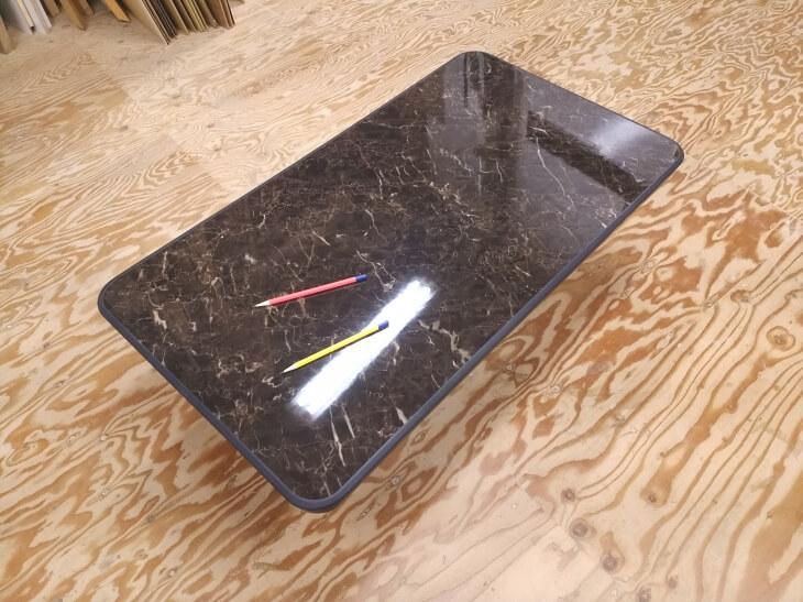 濃い色合いの大理石調鏡面メラミン化粧板