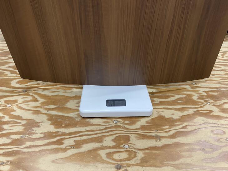 メラミン化粧板の重さを計量しました。